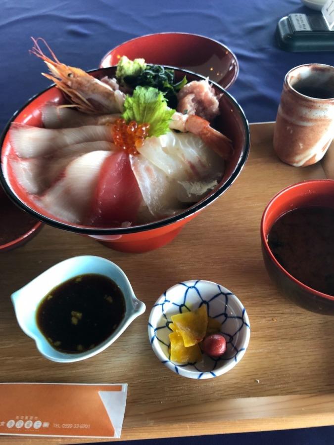 海鮮丼食べに行きました、