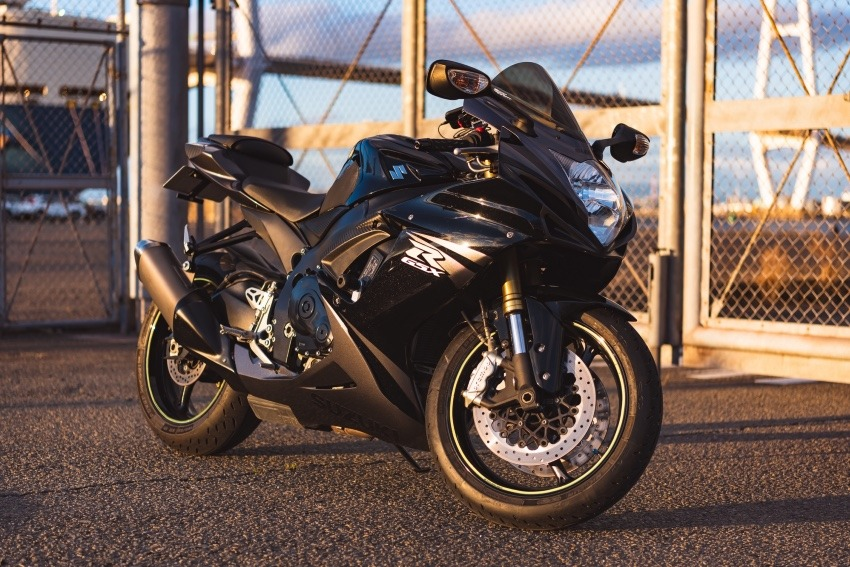 金城ふ頭でバイク撮影