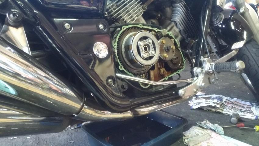 バイク屋にてクラッチ盤交換
