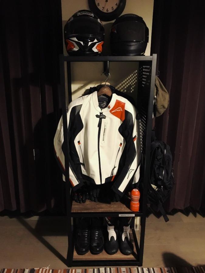 DOPPELGANGERのライダーズギアハンガーで日常に手軽にバイクを取り入れる
