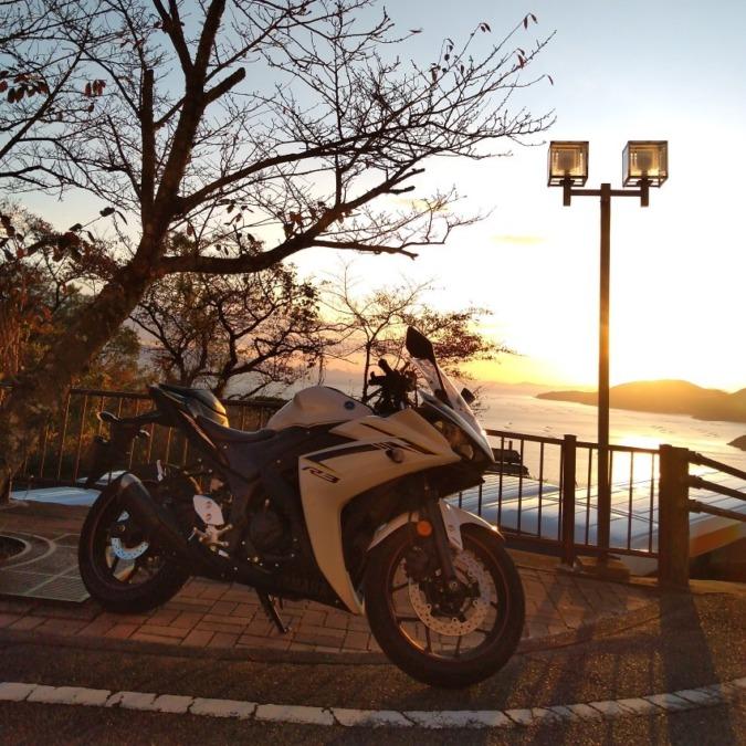 夕陽は美しいが、肌寒い
